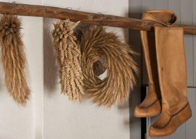 Kransseja ja nahkasaappaat orrella Pelimannitalossa